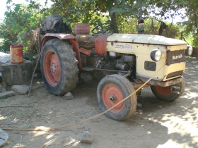 Ram Karan's Tractor engine being fueled by biogas/diesel mix